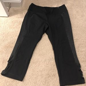 Calia by Carrie Underwood Black Capri Leggings